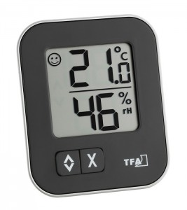 MOXX temperature and humidity display